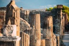 Pompeii, Italie Restes du bâtiment antique sur le territoire du forum de Pompeii images stock