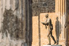 Pompeii, Italie Statue d'Apollo Near Temple Of Apollo sur le territoire du forum images libres de droits