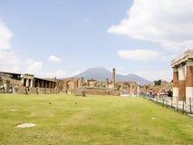 POMPEII ITALIEN - MAJ 05, 2006: Den berömda antikviteten fördärvar av Pompeii, Arkivbilder