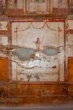 Pompeii, o melhor local arqueol?gico preservado no mundo, It?lia Os fresco na parede interior destru?ram em casa fotografia de stock