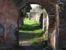 Pompeii Rujnuje Archway obrazy stock