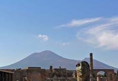 Pompeji-Statue und Vesuv Stockfotografie