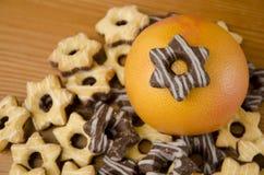 Pompelmi e biscotti Fotografia Stock