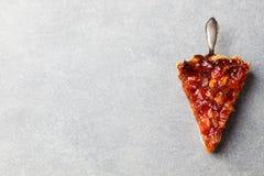 Pompelmo, arancia, crostata del limone, briciola sulla vista superiore del fondo dello spazio di pietra grigio della copia Fotografia Stock Libera da Diritti