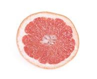 Pompelmo sugoso rosso isolato su bianco immagini stock