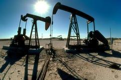 Pompende olie Royalty-vrije Stock Afbeeldingen
