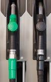 Pompes à essence ou distributeurs en gaz photographie stock