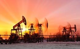 Pompes à huile image libre de droits