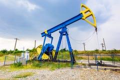 Pompes à huile d'extraction photographie stock libre de droits