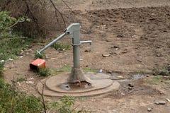 Pompes à Wells et à eau en Afrique Photos libres de droits