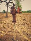 Pompes antiques d'eaux souterraines images libres de droits