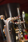 Pompes de bière dans une rangée Photo stock