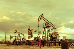 Pompes de puits de pétrole photo libre de droits