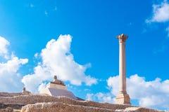 Pompey-` s Säule und alte Sphinx Stockfoto