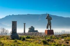 Pompeya, el mejor sitio arqueol?gico preservado del mundo, Italia La estatua del Daedalus de Mitoraj imágenes de archivo libres de regalías