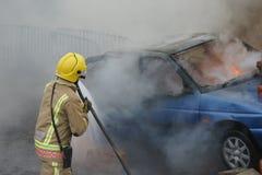 Pompier, le feu de voiture images stock