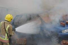 Pompier, le feu de voiture image libre de droits