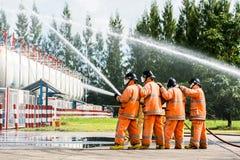 Pompier sur le feu photo libre de droits