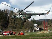 Pompiere ed elicottero Fotografie Stock Libere da Diritti