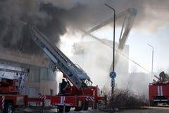 Pompiere su fuoco Immagine Stock Libera da Diritti