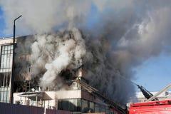 Pompiere su fuoco Fotografia Stock