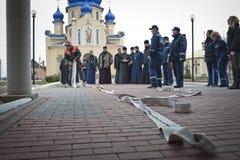 Pompieri e sacerdoti Fotografie Stock Libere da Diritti