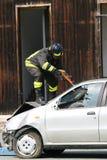 Pompieri nell'azione durante l'esercizio nei pompieri Fotografia Stock