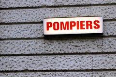 Pompiers het Franse alarm van de de Brandweerliedenredder van verkeerstekenparijs Frankrijk stock afbeeldingen