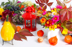 Pompoen en de herfstvruchten als lijstdecoratie Stock Foto