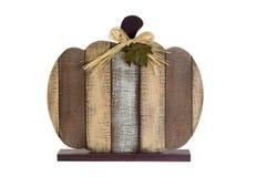 Pompoen gevormde decoratie voor Halloween-seizoen op witte backgrou royalty-vrije stock afbeeldingen