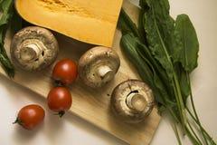 Pompoen met kruidenierswinkel en tomaten Stock Afbeeldingen