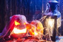 Pompoen voor Halloween op een houten achtergrond Royalty-vrije Stock Afbeeldingen