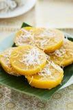 Pompoendessert met kokosnoot op banaanblad, Thais dessert Stock Foto
