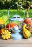 Pompoenen en groenten in het zuur in het bewaren van glas Stock Afbeelding