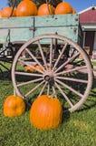 Pompoenen en Oude Wagen royalty-vrije stock foto