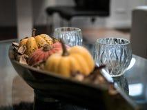 Pompoenendecoratie op table_6 Royalty-vrije Stock Afbeeldingen