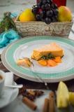 Pompoenkaastaart met karamelsaus royalty-vrije stock foto's