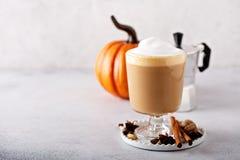Pompoenkruid latte royalty-vrije stock fotografie