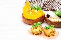 Pompoenmuffins met kaas en zaden Royalty-vrije Stock Afbeeldingen