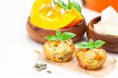 Pompoenmuffins met kaas en zaden Royalty-vrije Stock Foto's