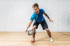 Pompoenspel opleiding, mannelijke speler met racket stock foto