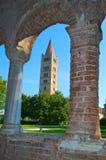 Pomposa abbotskloster och klockatorn, benedictinekloster i Codigoro, Ferrara, Italien Arkivfoto