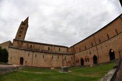 POMPOSA ITALIEN - OKTOBER 9 2016 - Pomposa kyrklig abbotskloster Arkivfoto