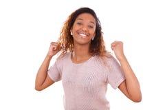 Pomyślna amerykanin afrykańskiego pochodzenia kobieta z zaciskam pięści wyrażać Fotografia Royalty Free