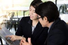 Pomyślna biznes drużyna, kostiumer lub klient w spotkaniu Zdjęcia Stock