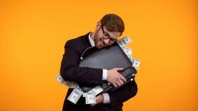 Pomy?lna biznesmena przytulenia teczka pe?no dolarowi banknoty, wellness zdjęcie royalty free