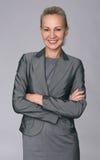 Pomyślna biznesowa kobieta patrzeje ufny i uśmiechnięty fotografia stock