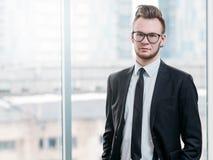 Pomyślna biznesowego mężczyzny ambitna postawa zdjęcia royalty free