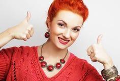 Pomyślna dziewczyna daje kciukowi up z dwa rękami Zdjęcie Stock