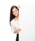 Pomyślna i piękna biznesowa kobieta na bielu fotografia royalty free